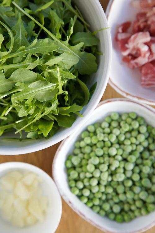 Pancetta, peas and cream pasta ingredients