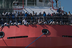 May 28, 2017 - Naples, Italy - About 1500 refugees landed in Naples from ''Vos Prudence'', a ship of Médecins Sans Frontières, who in the last hours intercepted twelve boats in the open sea. Among the people who have been helped by Prudence there are about 140 women and 45 children, the smallest of them one week of life. (Credit Image: © Michele Amoruso/Pacific Press via ZUMA Wire)