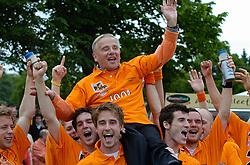05-06-2005 HOCKEY: FINALE PLAYOFFS: BLOEMENDAAL-ORANJE ZWART: BLOEMENDAAL<br /> De hockeyers van Oranje Zwart zijn voor het eerst in hun bestaan landskampioen geworden. De Eindhovense club klopte Bloemendaal in het beslissende play-off-duel met 3-1 / <br /> Jaap Veelenturf<br /> ©2005-WWW.FOTOHOOGENDOORN.NL