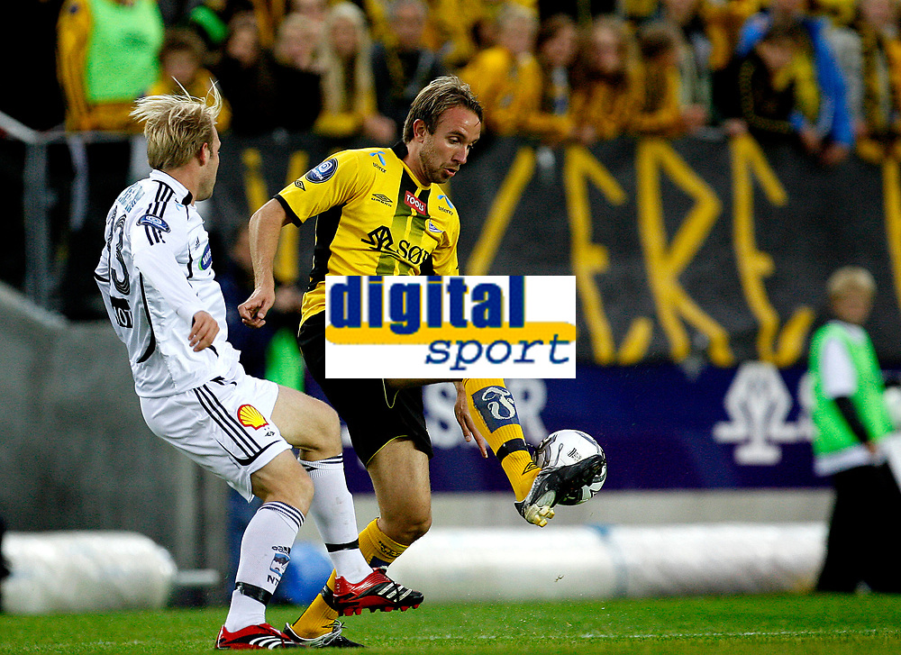 Start - Rosenborg<br /> Tippeligaen 2007<br /> Kristiansand Stadion / S&oslash;r Arena<br /> 15.09.07<br /> Fotograf Petter Emil Wik&oslash;ren/Digitalsport<br /> <br /> Bernt Hulsker - Start - i duell med Mikael Dorsin - Rosenborg