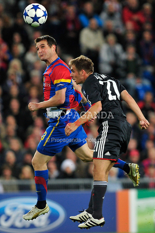 28.09.2010, St. Jakob Park, Basel, CH, UEFA CL, FC Basel vs FC Bayern Muenchen, im Bild Philipp Lahm (Bayern #21) im Kopfballduell mit Alexander Frei (Basel #13), EXPA Pictures © 2010, PhotoCredit: EXPA/ nph/  Roth+++++ ATTENTION - OUT OF GER +++++