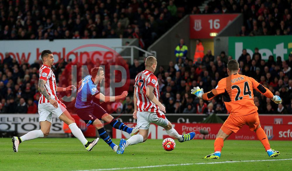 Shay Given of Stoke City saves a hot from Harry Kane of Tottenham Hotspur  - Mandatory by-line: Matt McNulty/JMP - 18/04/2016 - FOOTBALL - Britannia Stadium - Stoke, England - Stoke City v Tottenham Hotspur - Barclays Premier League