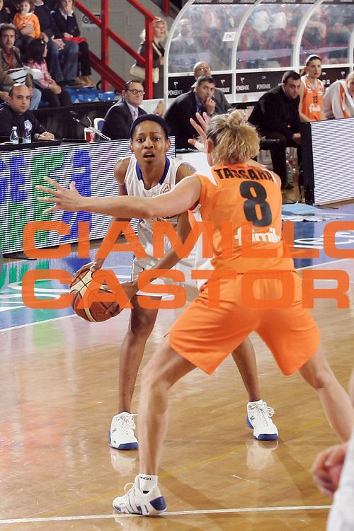 DESCRIZIONE : Napoli Lega A1 Femminile 2007-08 Play Off Finale Gara 1 Phard Napoli Famila Wuber Schio<br /> GIOCATORE : Kedra Holland-Corn<br /> SQUADRA : Phard Napoli<br /> EVENTO : Campionato Lega A1 Femminile 2007-2008<br /> GARA : Phard Napoli Famila Wuber Schio<br /> DATA : 26/04/2008<br /> CATEGORIA : Palleggio<br /> SPORT : Pallacanestro<br /> AUTORE : Agenzia Ciamillo-Castoria/A.De Lise