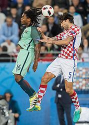 25.06.2016, Stade Bollaert Delelis, Lens, FRA, UEFA Euro 2016, Kroatien vs Portugal, Achtelfinale, im Bild Renato Sanches (POR), Vedran Corluka (CRO) // Renato Sanches (POR), Vedran Corluka (CRO) during round of 16 match between Croatia and Portugal of the UEFA EURO 2016 France at the Stade Bollaert Delelis in Lens, France on 2016/06/25. EXPA Pictures © 2016, PhotoCredit: EXPA/ JFK