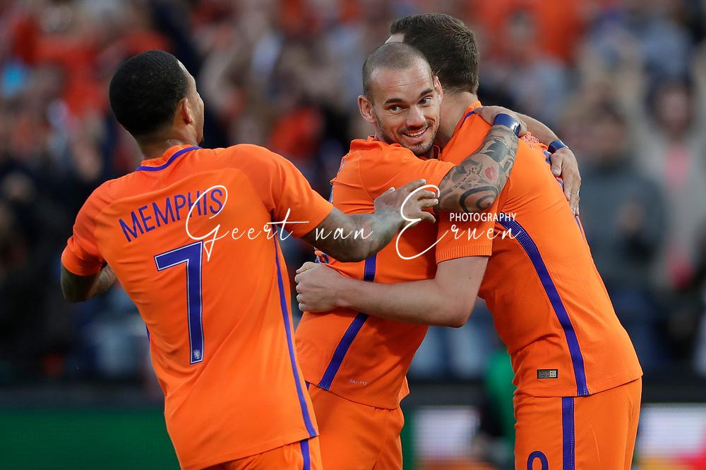 04-06-2017 VOETBAL:NEDERLAND-IVOORKUST:ROTTERDAM<br /> Oranje oefende tegen Ivoorkust vanavond in De Kuip<br /> <br /> Wesley Sneijder van Oranje (Galatasaray) viert de treffer van Vincent Janssen van Oranje (Tottenham Hotspur) en met Memphis Depay van Oranje (Olympic Lyon)<br />  <br /> Foto: Geert van Erven