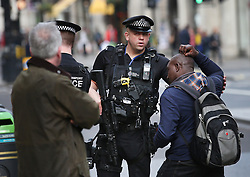 © Licensed to London News Pictures. 19/12/2015. London, UK. Armed British Transport police talk to shoppers at Oxford Circus on the last Saturday before Christmas. Photo credit: Peter Macdiarmid/LNP