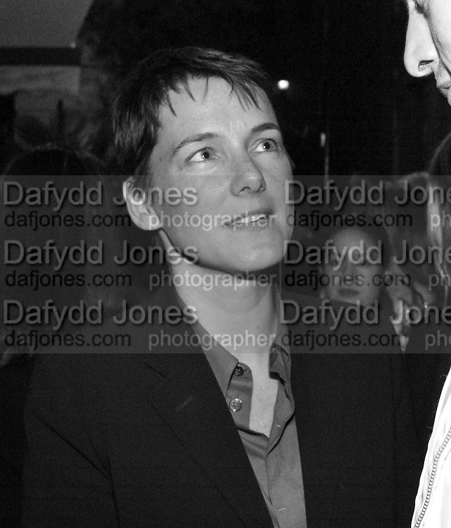 Sadie Coles and Johnnie Shand Kydd. Pop magazine and Sadie Coles in asociation with Patrick Cox celebrate Pop 3. Heddon St. London. 10 september 2001. © Copyright Photograph by Dafydd Jones 66 Stockwell Park Rd. London SW9 0DA Tel 020 7733 0108 www.dafjones.com