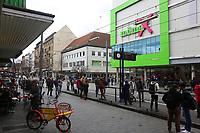 Mannheim. 20.03.17 | BILD- ID 057 |<br /> Innenstadt. K1. M&ouml;max. Schliessung der Filiale am Neckartor in der Breiten Stra&szlig;e steht bevor.<br /> <br /> Bild: Markus Prosswitz 20MAR17 / masterpress (Bild ist honorarpflichtig - No Model Release!)