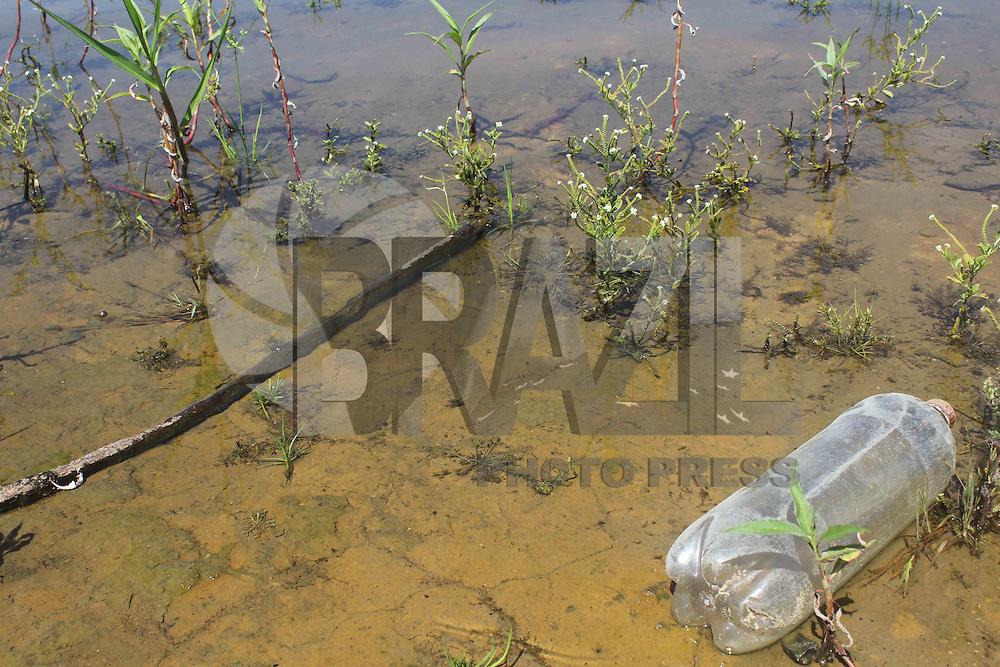 SAO PAULO, SP - 03.02.2015 - REPRESA GUARAPIRANGA - vista da represa do Guarapiranga na manh&atilde; desta ter&ccedil;a-feira (03) na regi&atilde;o do Socorro, zona sul de S&atilde;o Paulo. Ap&oacute;s come&ccedil;ar a receber agua da represa Billings, o n&iacute;vel do sistema Guarapiranga mant&ecirc;m crescimento moderado apresentando 47,9% de sua capacidade mais de 10% a mais quando comparado ao per&iacute;odo antes da liga&ccedil;&atilde;o entre seu sistema com o sistema Rio Grande.<br /> <br /> (Foto: Fabricio Bomjardim / Brazil Photo Press)