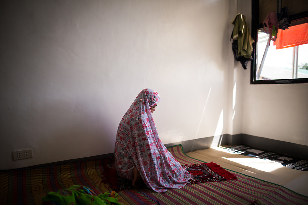 MARAWI, PHILIPPINES - JUNE 5: Displaced muslim woman offer a prayer while living in a temporary evacuation center at Provincial Capitol Complex while government troops are trying to recover other families who are left behind in the outskirts of Marawi City in southern Philippines, June 5, 2017. (Photo: Richard Atrero de Guzman/NUR Photo)