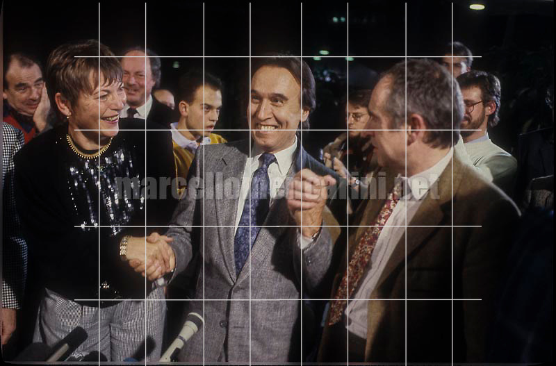 Music conductor Claudio Abbado and director of Berliner Festspiele Ulrich Eckhardt during the press conference about his designation as chief conductor of the Berlin Philharmonic Orchestra. Berlin 1989 / Il direttore d'orchestra Claudio Abbado con Ulrich Eckhardt, direttore del Berliner Festspiele, durante la conferenza stampa per la sua nomina a direttore dei Berliner Philharmoniker. Berlino 1989 - © Marcello Mencarini