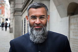 © Licensed to London News Pictures. 24/03/2016. London, UK. Radical preacher ANJEM CHOUDARY arrives at The Old Bailey. Choudary is alleged to have invited support for the Islamic State group in individual lectures which were subsequently posted online. Photo credit: Peter Macdiarmid/LNP