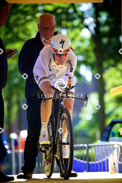 ZALTBOMMEL - Het NK tijdrijden is van start gegaan in Zaltbommel. Diversen amateurs, nieuwe en ook professionele wielrenners gaan hier van start vandaag. Met hier op de foto Ellen van Dijk. FOTO LEVIN DEN BOER - KWALITEITFOTO.NL