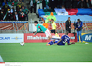 GROUPE A..action provocant le penalty *** Local Caption *** barrera (pablo)..abidal (eric)