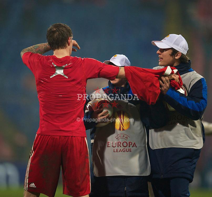 BUCHAREST, ROMANIA - Thursday, February 25, 2010: Liverpool's Daniel Agger gives a ball-boy his shirt during the UEFA Europa League Round of 32 2nd Leg match at the Steaua Stadium. (Photo by David Rawcliffe/Propaganda)