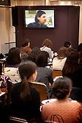 Tokyo, Japon, 30 janvier 2010 - Salon du chocolat au grand magasin de luxe Isetan, Shinjuku, 2 semaines avant la St Valentin. Sebastien Bouillet, un des quatre patissiers francais ayant une boutique chez Isetan, en demonstration.
