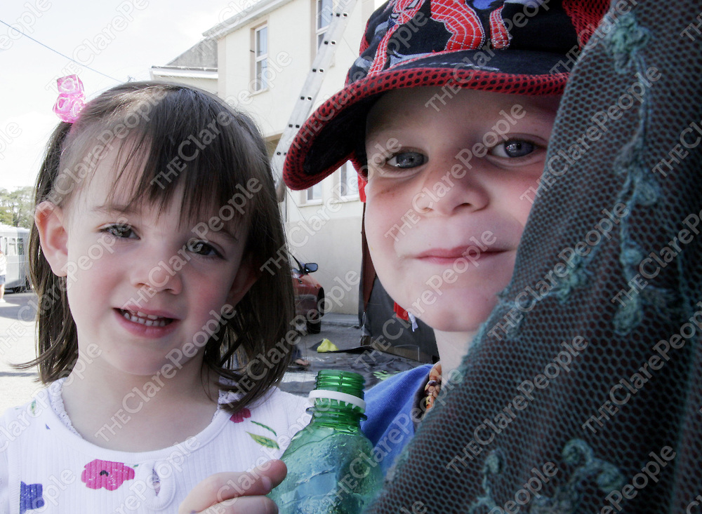 Abbie McArdle and Barry Britton enjoy the kids sturr down by the quay in Kinvara for the Crinniu na mBad over the weekend.<br />