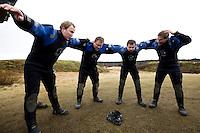 Andri, Elvar, Felix og Freyr æfa hópköfun á landi.