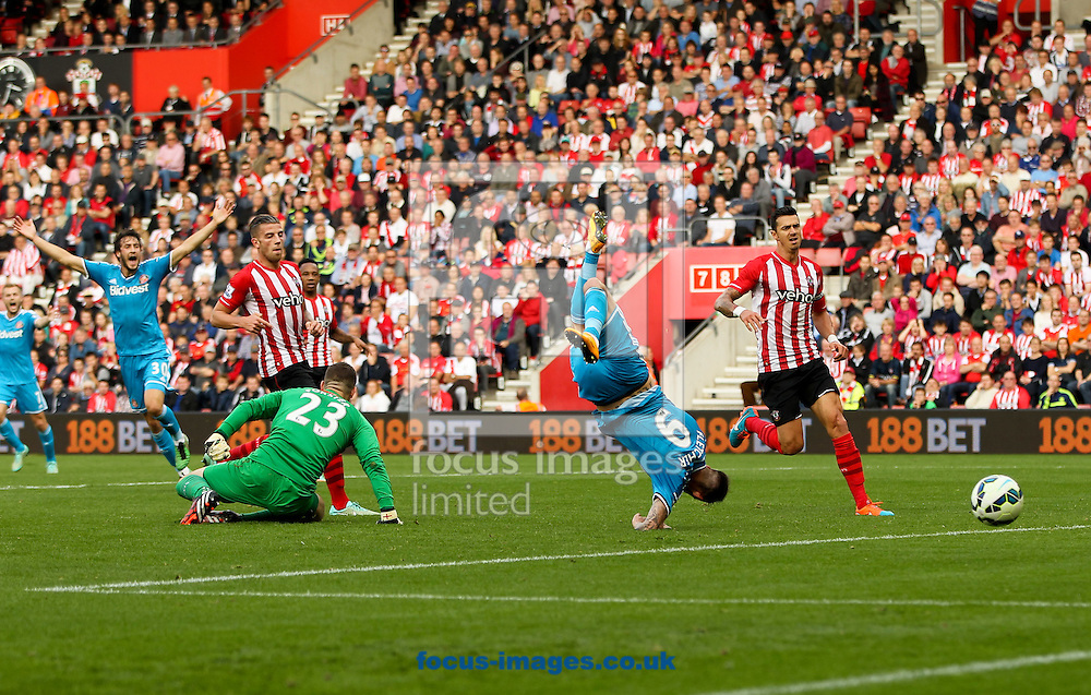 Fraser Forster (centre left) of Southampton tackles Steven Fletcher (centre right) of Sunderland during the Barclays Premier League match at the St Mary's Stadium, Southampton<br /> Picture by Tom Smith/Focus Images Ltd 07545141164<br /> 18/10/2014