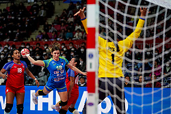 05-12-2019 JAP: Cuba - Slovenia, Kumamoto<br /> Fourth match groep A at 24th IHF Women's Handball World Championship. Slovenia win 39 - 26 of Cuba / Nina Zulic #18 of Slovenia, Lorena Aide Tellez Delgado #18 of Cuba, Gleinys Reyes Gonzalez #10 of Cuba
