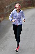 European Tennis Base (ETB) in Hallein Naehe Salzburg, Antonia Lottner (GER) beim Lauftraining,jogging,Fitness,Einzelbild,<br /> Ganzkoerper,Hochformat,