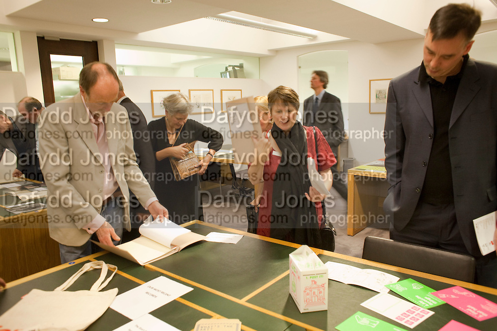 TOUR OF THE TATE ARCHIVE, Archive 40 Reception. 40th Anniversary of the Tate archive. Tate Britain. Millbank. London. 25 October 2010. -DO NOT ARCHIVE-© Copyright Photograph by Dafydd Jones. 248 Clapham Rd. London SW9 0PZ. Tel 0207 820 0771. www.dafjones.com.