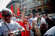 NAPOLI. OPERAI DELLO STABILIMENTO FIAT DI POMIGLIANO D'ARCO IN CORTEO NEL GIORNO DELLO SCIOPERO GENERALE; FIAT WORKERS POMIGLIANO D'ARCO IN DAY PARADE IN THE GENERAL STRIKE