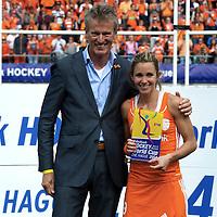 DEN HAAG - Rabobank Hockey World Cup<br /> 38 Final: Netherlands - Australia<br /> Netherlands world champion.<br /> Foto: Ellen Hoog best player.<br /> COPYRIGHT FRANK UIJLENBROEK FFU PRESS AGENCY