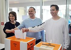 Auckland-Prime Minister John Key casts his election vote