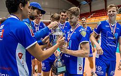 02-10-2016 NED: Supercup Abiant Lycurgus - Coniche Topvolleybal Zwolle, Doetinchem<br /> Lycurgus wint de Supercup door Zwolle met 3-0 te verslaan / Mikelis Berzins #12 of Lycurgus, Matt West #6 of Lycurgus
