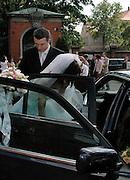 03.04.2006 OSTROW WIELKOPOLSKI KATEDRA SW.STANISLAWA BISKUPA SLUB GRZEGORZ MISZTALA..FOT. AGNIESZKA SZYMKOWIAK / WROFOTO
