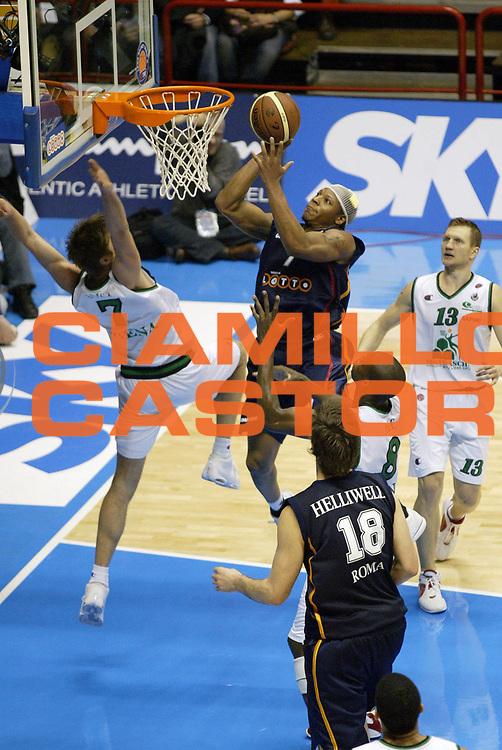 DESCRIZIONE : Forli Lega A1 2005-06 Coppa Italia Final Eight Tim Cup Montepaschi Siena Lottomatica Virtus Roma<br /> GIOCATORE : Hawkins<br /> SQUADRA : Lottomatica Virtus Roma<br /> EVENTO : Campionato Lega A1 2005-2006 Coppa Italia Final Eight Tim Cup Semifinale<br /> GARA : Montepaschi Siena Lottomatica Virtus Roma<br /> DATA : 18/02/2006<br /> CATEGORIA : Tiro<br /> SPORT : Pallacanestro<br /> AUTORE : Agenzia Ciamillo-Castoria/G.Cottini<br /> Galleria: Coppa Italia 2005-2006<br /> Fotonotizia: Forli Campionato Italiano Lega A1 2005-2006 Coppa Italia Final Eight Tim Cup Semifinale Montepaschi Siena Lottomatica Virtus Roma<br /> Predefinita: