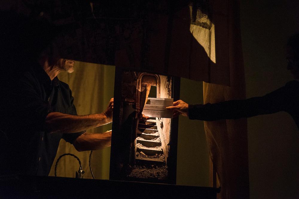 MARCELLE HUDON<br /> LE CAS JEKYLL, &Eacute;TUDE #3<br /> LA SALA ROSSA. Mardi 20 octobre 2015. Marionnettes, masques et mise en sc&egrave;ne: Marcelle Hudon. Musique: Bernard Falaise. Adaptation du roman: Marcelle Hudon et Francis Monty. Manipulation et interpr&eacute;tation: Marcelle Hudon et Louis Hudon. Aide &agrave; la fabrication du castelet: Pierre Loubier.