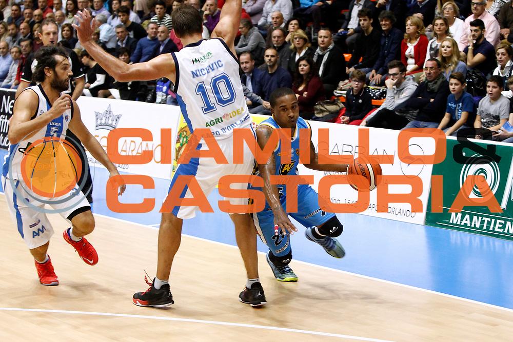 DESCRIZIONE : Capo dOrlando Lega A 2015-16 Betaland Orlandina Basket Vanoli Cremona<br /> GIOCATORE : Tyrus Mcgee<br /> CATEGORIA : Palleggio Penetrazione<br /> SQUADRA : Betaland Orlandina Basket<br /> EVENTO : Campionato Lega A Beko 2015-2016 <br /> GARA : Betaland Orlandina Basket Vanoli Cremona<br /> DATA : 15/11/2015<br /> SPORT : Pallacanestro <br /> AUTORE : Agenzia Ciamillo-Castoria/G.Pappalardo<br /> Galleria : Lega Basket A Beko 2015-2016<br /> Fotonotizia : Capo dOrlando Lega A Beko 2015-16 Betaland Orlandina Basket Vanoli Cremona