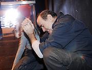 """WROCLAW 04/112/2006..PROBA GENERALNA SPEKTAKLU """" KARTOTEKA """" TADEUSZA ROZEWICZA , REZYSERIA MICHAL ZADARA - TEATR WSPOLCZESNY WE WROCLAWIU , PREMIERA 8/12/2006..NA ZDJ. FRAGMENT PROBY - JAN PESZEK I LENA FRANKIEWICZ..FOT. PIOTR HAWALEJ / WROFOTO"""