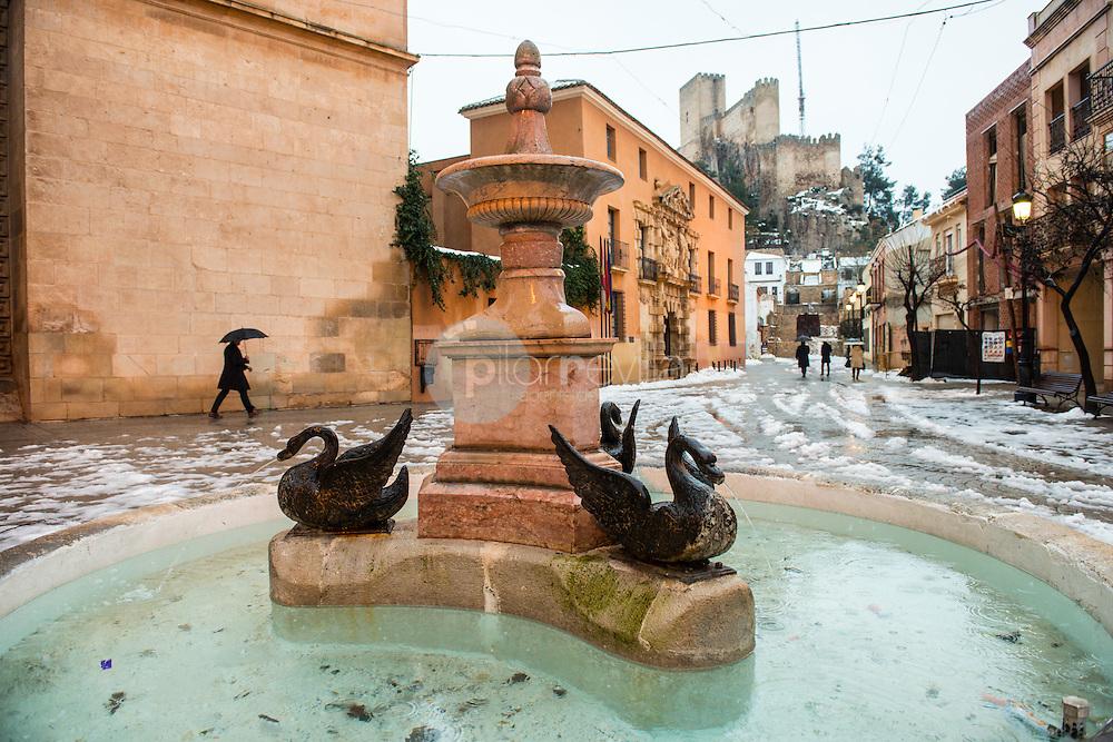 Fuente los Patos, Plaza Santa Maria, y Castillo de Almansa. Almansa. Albacete ©Antonio Real Hurtado / PILAR REVILLA