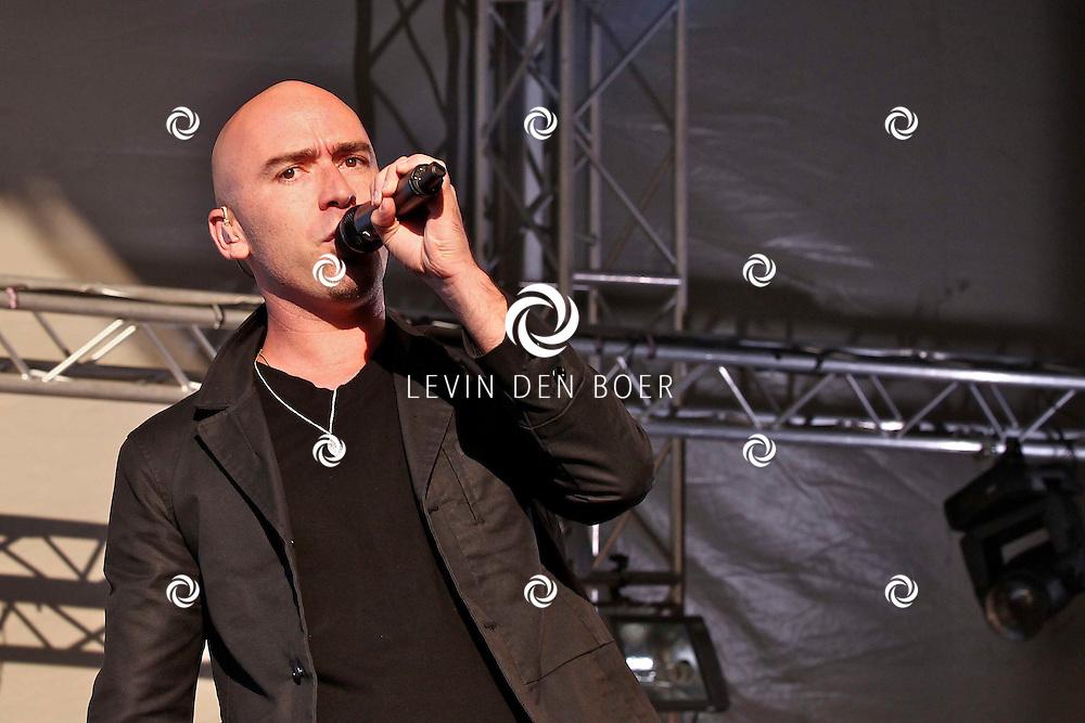 LIESHOUT - Tijdens de tweede editie van Bavaria Open Air traden veel nationale en internationale artiesten op. Met op de foto zanger Ed Kowalczyk. FOTO LEVIN DEN BOER - PERSFOTO.NU