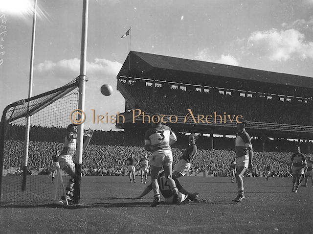 Ball flies towards goal during the Down v Offaly All Ireland Senior Gaelic Football Final in Croke Park on 24th September 1961. Down 3-6 Offaly 2-8.