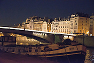 France. Paris. 5th district. bridges on the Seine river. pont de la Tournelle    beetween left bank and ile saint louis