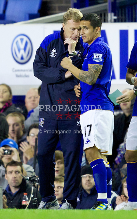 LIVERPOOL, ENGLAND - Wednesday, September 21, 2011: Everton's manager David Moyes talks to Tim Cahill during the Football League Cup 3rd Round match against West Bromwich Albion at Goodison Park. (Pic by Vegard Grott/Propaganda)