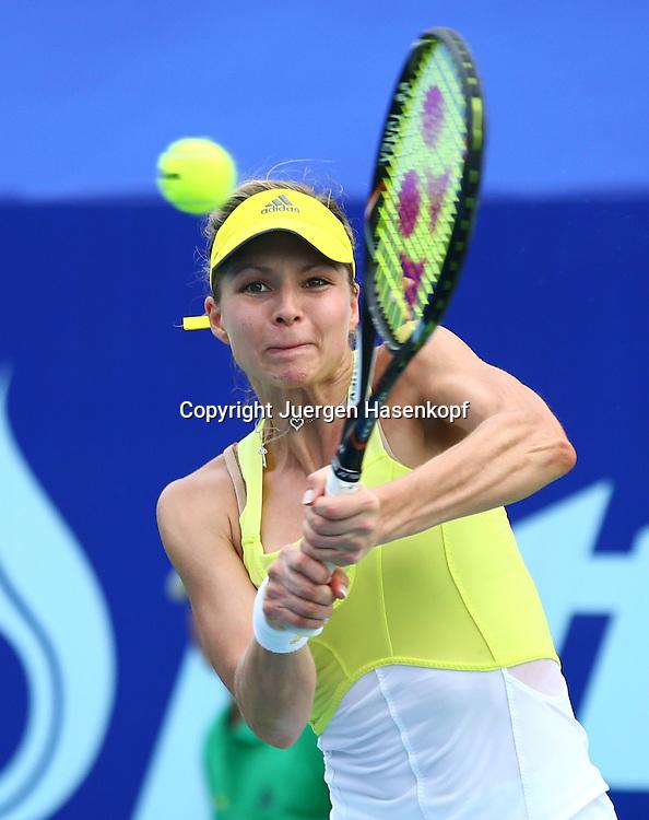 PTT Pattaya Open 2013,WTA Tennis Turnier,. International Series, Dusit Resort in Pattaya,Thailand ,.Maria Kirilenko (RUS),Aktion,Einzelbild,Halbalbkoerper,Hochformat,