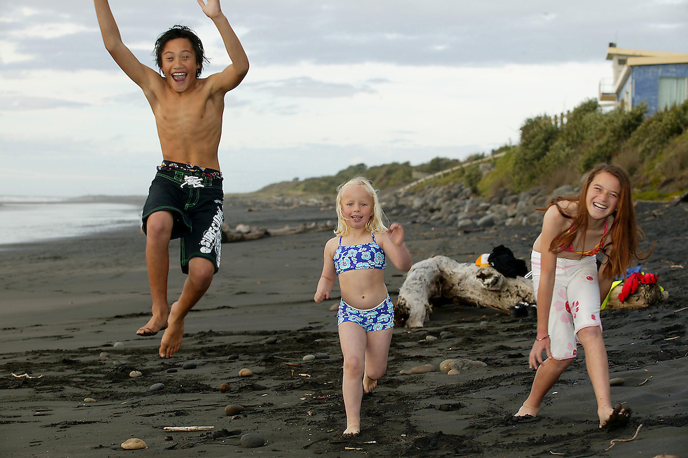 Youth on the beach, kids romp on Fitzroy Beach, New Plymouth, New Zealand, September 07, 2005. Credit:SNPA / Rob Tucker