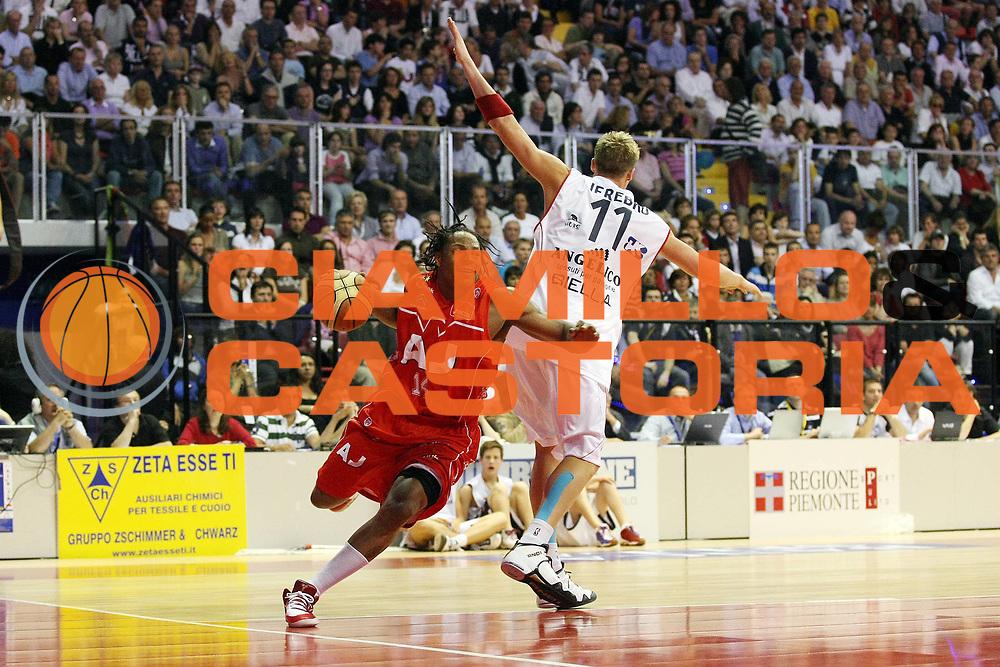 DESCRIZIONE : Biella Lega A 2008-09 Playoff Semifinale Gara 2 Angelico Biella Armani Jeans Milano<br /> GIOCATORE : David Hawkins<br /> SQUADRA : Armani Jeans Milano<br /> EVENTO : Campionato Lega A 2008-2009 <br /> GARA : Angelico Biella Armani Jeans Milano<br /> DATA : 31/05/2009<br /> CATEGORIA : Palleggio<br /> SPORT : Pallacanestro <br /> AUTORE : Agenzia Ciamillo-Castoria/G.Cottini