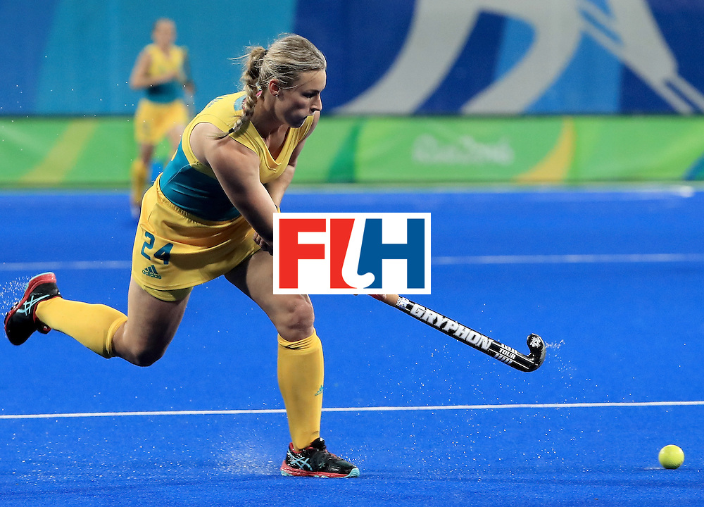 RIO DE JANEIRO, BRAZIL - AUGUST 11:  Mariah Williams #24 of Australia attempts a pass during a Women's Preliminary Pool B match Argentina at the Olympic Hockey Centre on August 11, 2016 in Rio de Janeiro, Brazil.  (Photo by Sam Greenwood/Getty Images)