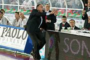 DESCRIZIONE : Teramo Lega A1 2005-06 Navigo.it Teramo Bipop Carire Reggio Emilia <br /> GIOCATORE : Boniciolli <br /> SQUADRA : Navigo.it Teramo <br /> EVENTO : Campionato Lega A1 2005-2006 <br /> GARA : Navigo.it Teramo Bipop Carire Reggio Emilia <br /> DATA : 03/02/2006 <br /> CATEGORIA : Delusione <br /> SPORT : Pallacanestro <br /> AUTORE : Agenzia Ciamillo-Castoria/G.Ciamillo