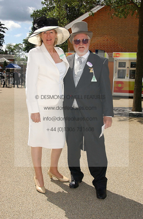 MR KEN BATES and MISS SUSANNAH DWYER  at the 3rd day - Ladies Day of Roayl Ascot 2006 on 22nd June 2006.<br /><br />NON EXCLUSIVE - WORLD RIGHTS