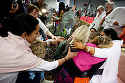 Kinderen ondergaan de darshan, oftewel omhelzing, door Amma. In de Expo in Houten is Mata Amritanandamayi, beter bekend als Amma of 'hugging mother', aanwezig om mensen te omhelzen en te inspireren. Het driedaags benefiet in Houten is het grootste spirituele festival in Nederland en zal naar verwachting 15.000 bezoekers trekken.<br /> <br /> Children are receiving the darshan from Amma. In the Expo in Houten people are gathering to get a darshan, or hug, by  Mata Amritanandamayi, also known as Amma or 'hugging mother'. Amma is travelling through the world to hug people for inspiring them to make a better world. Amma is one of the twelve most influence spiritual leaders of the world. The event in Houten lasts for three days and is the biggest spiritual event of The Netherlands.