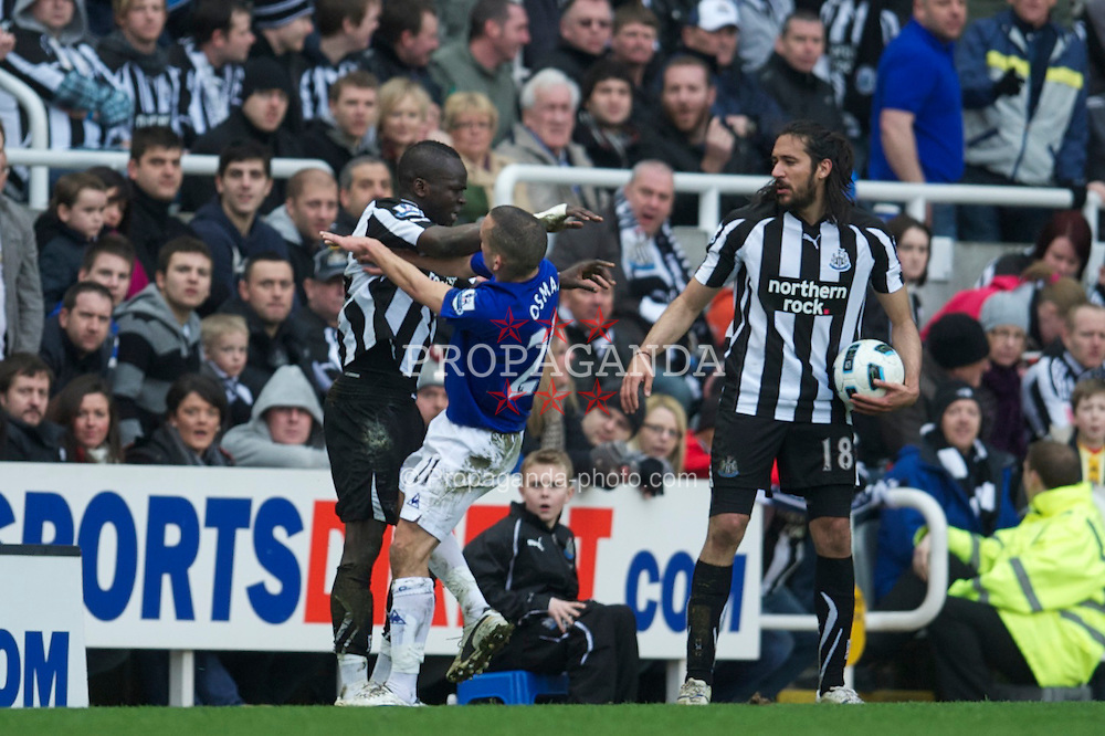 NEWCASTLE, ENGLAND - Saturday, March 5, 2011: Everton's Leon Osman clashes with Newcastle United's Cheik Tiote during the Premiership match at St. James' Park. (Photo by David Rawcliffe/Propaganda)