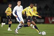 Ireneusz Jelen contre Rabiu Afolabi - Auxerre / Sochaux - Ligue1 Ligue 1 L1 L 1 - 13.01.2007 - Foot Football - AJA - largeur action duel opposition..FOT. PANORAMIC / WROFOTO..*** POLAND ONLY !!! *** *** Local Caption *** 00018155