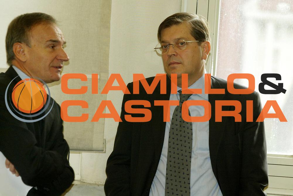 DESCRIZIONE : ROMA 23.11. 2004 CONFERENZA STAMPA ACCORDO GIBA FIP LEGA <br />GIOCATORE :  PRANDI - PETRUCCI  <br />SQUADRA : <br />EVENTO : CONFERENZA STAMPA FIP LEGA CONI GIBA<br />GARA : <br />DATA : 23/11/2004<br />CATEGORIA : <br />SPORT : Pallacanestro<br />AUTORE : Agenzia Ciamillo-Castoria